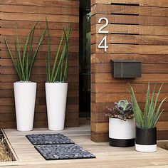 Front Door Planters, Front Yard Decor, Modern Front Yard, Modern Landscape Design, Modern Landscaping, Front Yard Landscaping, Landscaping Ideas, Farmhouse Landscaping, Backyard Patio