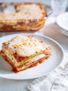 Courgettes et tofu alla parmigiana, Ricardo Cuisine Vegetable Recipes, Vegetarian Recipes, Cooking Recipes, Veggie Food, Vegan Meals, Healthy Recipes, Tofu Lasagna, Confort Food, Different Recipes