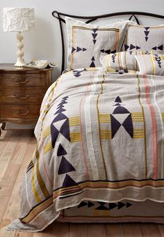 #7 Bedspread white blue yellow triangles