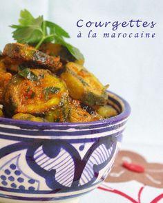 courgette à la marocaine 500g de courgettes lavées et coupées en rondelles 1 ou 2 tomates râpées selon la taille 1 gousse d'ail déermée et écrasées 1 c. à café de cumin sel et poivre 1 c. à de paprikas 4 C. à soupe d'huile d'olive 3 à 4 c. à soupe de coriandre et persil ciselé