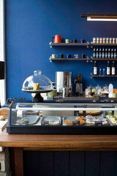 COLORI: il pantone blu e' stupendo, molto maschile, poco usato.  ** NAME: Nordic Bakery | Soho, London