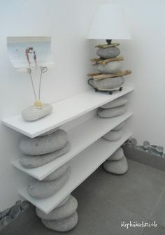 just stones and wood for a new piece of furniture @http://stephaniebricole.canalblog.com/