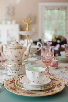 Vintage tea service rental - love this. Vintage Plates, Vintage China, Vintage Dishes, Vintage Tee, Vintage Party, Tea Service, My Cup Of Tea, High Tea, Afternoon Tea