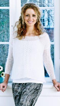 Gratis strikkeopskrifter | Strik hvid, oversize bluse | Strikbluse med hulmønster