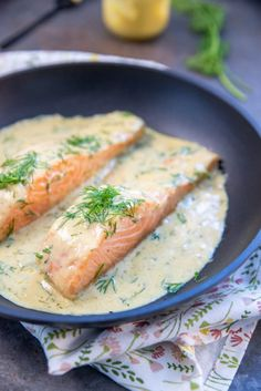 Zalm met mosterdsaus en dille - Brenda Kookt! - Vis Zalm met mosterdsaus en dille Super Healthy Recipes, Healthy Crockpot Recipes, Clean Recipes, Raw Food Recipes, Dutch Recipes, Salmon Recipes, Fish Recipes, Seafood Recipes, A Food