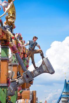 Flynn Rider in the Festival of Fantasy Parade at the Walt Disney World Resort. Meg & Her Camera Photography (instagram @disneyworlddust)