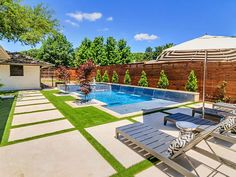 Riverbend Sandler Pools offers Geometric Pool Designs Dallas, Frisco and surrounding areas that homeowners can be proud of. Backyard Pool Landscaping, Backyard Pool Designs, Small Backyard Patio, Swimming Pools Backyard, Pool Fence, Backyard Ideas, Modern Pool And Spa, Modern Pools, Geometric Pool