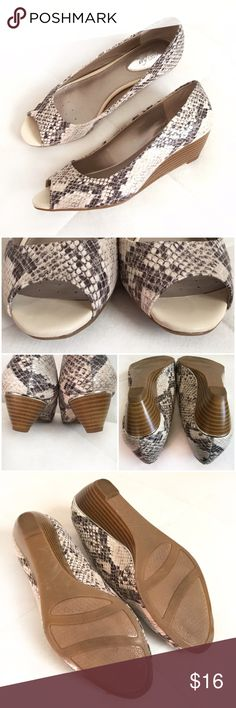 """Alfani Step 'N Flex Cammi Wedges Chic and comfy snake print peep toe wedge from Alfani. Colors are neutral cream, taupe, and brown-gray with a faux wood heel. Tapered wedge heel with metal rand. Synthetic upper and man-made outsole with padded insole. Size 7M. Insole: 9.5"""". Heel height: 1.5"""".  *The inner left heel has scrapes and the outer right heel has some bubbling in the metal rand. These are shown in last photos but are difficult to see when wearing. No original box. Very Good…"""