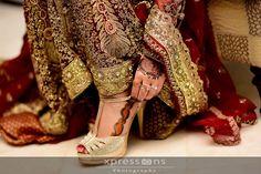 Bollywood Fashion, Bollywood Style, Girly Dp, Mhendi Design, Bridal Heels, Wedding Goals, Beautiful Bride, Mehndi, Elegant