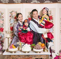 한복 Hanbok : Korean Traditional First Birthday Party Korean Hanbok, Korean Dress, Korean Outfits, Girl First Birthday, First Birthday Parties, First Birthdays, Korean Traditional Dress, Traditional Dresses, Costume Ethnique