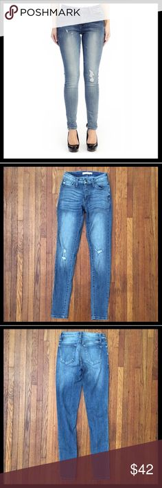 KanCan Distressed Skinny Stretch Jeans KanCan Estilo Distressed Skinny Stretch Jeans in excellent condition. Perfect distressed jeans for summer. Inseam is 29 inches and rise is 8 inches. Kancan Jeans Skinny