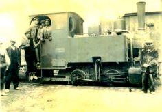 """""""la maquinilla"""" de Vallecas, un tranvía de vapor cuya construcción se inició en 1888 y llegaba por las actuales calles de Monte Igüeldo y Martínez de la Riva, entonces """"camino de los yeseros"""", hasta alcanzar las mismas puertas de la fábrica de yesos La Invencible, situada en el kilómetro 13 y 14. Funcionó hasta 1931 y en sus últimos tiempos transportó también viajeros."""