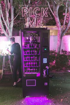 YSL Beauty Festival: Neon signs enticed guests to try out vending machines stocked with YSL beauty products. Visual Merchandising, Hp Products, Beauty Products, Maybelline, Coachella 2018, Ysl Beauty, Beauty Box, Event Branding, Branding Ideas
