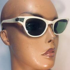 Vintage Accessories, Fashion Accessories, Vintage Chic Fashion, Cat Eye Sunglasses, Vintage Sunglasses, Sunglasses Accessories, Eyeglasses, Eyewear, White Frames