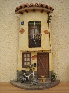 Tejas decoradas Pottery Houses, Ceramic Houses, Clay Fairy House, Fairy Houses, Diy Dollhouse, Dollhouse Miniatures, Doll House Plans, Clay Flower Pots, Clay Fairies