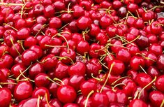 Cherry juice is a drink that is known for its several health benefits such as boosting the immune system, helping you to sleep better, and improving your me Cherry Juice For Gout, Cherry Juice Benefits, Health Benefits Of Cherries, Natural Remedies For Gout, Gout Remedies, Luxardo Maraschino Cherries, Kids Cooking Activities, Roasted Walnuts, Cherry Recipes