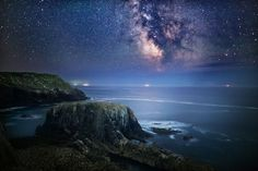 Starry Night Sky https://500px.com/photo/78376093/land's-end-cornwall-by-yunli-song?from=user
