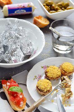 Grillsession mit Putenröllchen, gefüllten Champignons, Crostinis und Bratwurst Spießchen *werbung