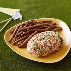A Kickoff Cheese Ball makes the perfect #appetizer for your game day tailgate.