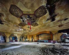 Vanity Ballroom - The Ruins of Detroit - Yves Marchand & Romain Meffre ⓒ