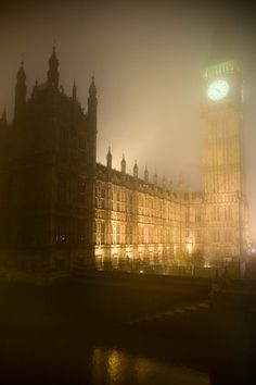 westminster palace big ben houses of parliment fog london
