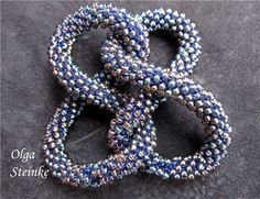 Olga Steinke's tutorial for putting together figure 8's to create a necklace.