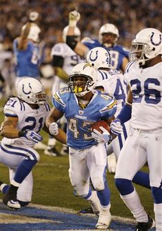 Darren Sproles - Wish he still played for the Chargers Football Humor, Football Is Life, Football Helmets, San Diego Chargers, Iowa, Gabriel, Athletes, Plays, Nfl