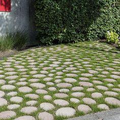 Useful referral associated to Front Yard Landscaping Borders - Hof Einfahrt Ideen Garden Paving, Garden Pool, Landscape Borders, Landscape Design, Driveway Design, Front Yard Landscaping, Landscaping Ideas, Garden Crafts, Garden Gates