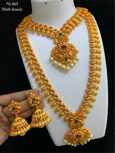 Gold Jewelry Buyers Near Me Gold Mangalsutra Designs, Gold Jewellery Design, Gold Jewelry Simple, Jewelry Patterns, Wedding Jewelry, Antique Necklace, Gold Necklace, Chains, Engagement Saree