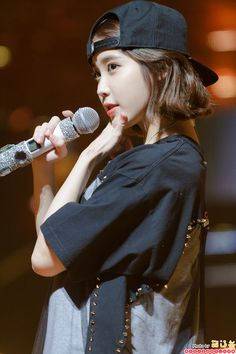 K-Pop Babe Pics – Photos of every single female singer in Korean Pop Music (K-Pop) Iu Short Hair, Iu Hair, Short Hair Styles, Iu Fashion, Korean Fashion, Korean Girl, Asian Girl, K Wallpaper, 1 Girl