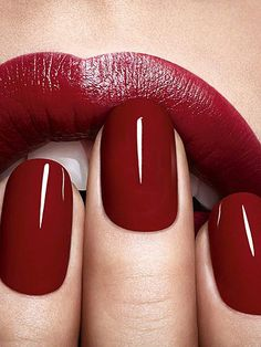2015 Color of the Year : Marsala & How to Use it in Your Home Red nails red lips/ Lábios e unhas vermelhos.Red nails red lips/ Lábios e unhas vermelhos. Cute Nails, Pretty Nails, Nailed It, Nagellack Trends, Nail Polish Colors, Red Polish, Color Nails, Nail Colors 2017, Maroon Nail Polish
