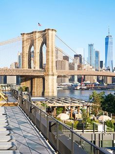 Take Happy Hour to New Heights at These Rooftop Restaurants in New York City Want to enjoy your meal with a view? Look no further than these 15 rooftop restaurants in New York City Restaurant New York, Rooftop Restaurant, Mykonos, Santorini, Brooklyn New York, Brooklyn Bridge, Happy Hour, Photo New York, Voyage New York