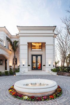 Classic House Exterior, Modern Exterior House Designs, Classic House Design, Dream House Exterior, Modern House Design, House Outside Design, House Front Design, Design Your Dream House, Neoclassical Architecture