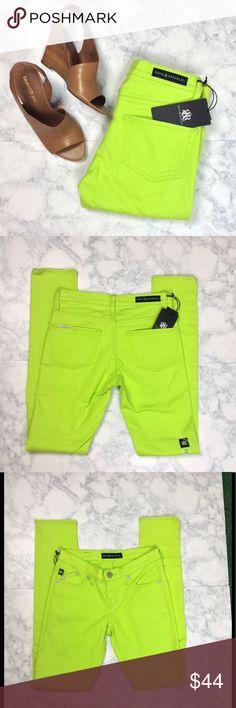 "Rock & Republic Margarita skinny jeans NWT- Bright green R&R skinny jeans. Size: 0. Waist: 28"". Inseam: 31.5"". Rise: 7.5"". Retail: $88 No trades Rock & Republic Jeans Skinny"
