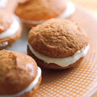 Pumpkin Whoopie Pies | http://www.rachaelraymag.com/Recipes/rachael-ray-magazine-recipe-search/dessert-recipes/pumpkin-whoopie-pies