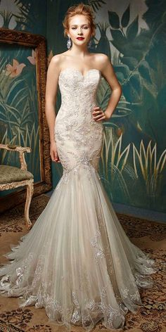 Hip-hugging and form-fitting to show off every gorgeous curve, this full-length embroidered lace and tulle gown is the perfect romantic aisle style. With a sophisticated strapless sweetheart neckline and a mermaid skirt that softly flares out, Jion radiates timeless elegance.