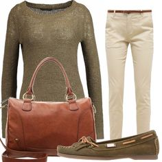 Un outfit casual dai colori autunnali. Look pratico per donne che sono sempre di corsa composto da un paio di pantaloni skinny abbinati ad un maglioncino e delle scarpe basse. Come accessorio non può mancare la borsa.