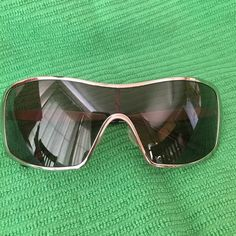 -POLARIZED Oakley Remedy  Sunglasses AUTHENTIC VERY NICE Oakley Remedy women's polarized sunglasses in polished CHROME with OO Grey POLARIZED lenses they are in excellent condition and lightweight they come with the original case!  These are AUTHENTIC  and any fair offer will be considered!  Thanks in advance Oakley Accessories Sunglasses