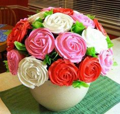 A Mother's Day gift idea: Make Mom a Cupcake Bouquet!   Crafts 'n Coffee