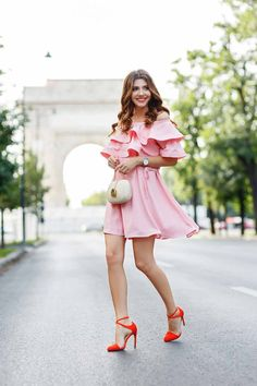 Summer is here, as well as your worries about what to wear his summer! You're probably thinking what should you wear? What colors? Where should you look for inspiration? If you're looking for trendy and stylish fashion combinations for you then...