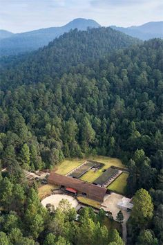 2014 AR Emerging Architecture Awards Winners Announced,CC Arquitectos' Equestrian Centre in Valle de Bravo, Mexico. Equestrian Stables, Horse Stables, Horse Farms, Tropical Architecture, Contemporary Architecture, Architecture Awards, Architecture Details, Billionaire Homes, Vie Simple