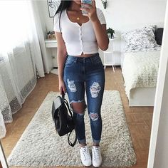 46 Beautiful & Trending Spring/Summer Outfits You Need To Get Right Now - Page 2 of 5 - Stylish Bunny 45 Fantastic Spring Outfits You Should Definitely Buy / 020 Teenage Outfits, College Outfits, Outfits For Teens, College Girls, School Outfits Highschool, Outfit Chic, Outfit Jeans, Mode Outfits, Jean Outfits