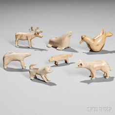 Tribal Bear, Inuit People, Bone Crafts, Inuit Art, Native American Pottery, Arctic Animals, Arctic Circle, Bone Carving, Ancient Jewelry