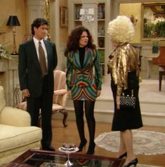 Tone Down Bold Prints With Black - Style Lessons We Learned From 'The Nanny' - Photos Fashion Tv, Unique Fashion, Fashion Outfits, Pretty Outfits, Cool Outfits, Movie Outfits, Pretty Clothes, Miss Fine, Fran Fine Outfits