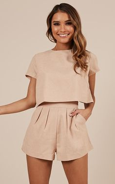 Beige is the color of elegance. And all beige looks are going to be this season's trendy look. I want to make a minimalistic look for you with Zara clothing Short Outfits, Stylish Outfits, Summer Outfits, Look Fashion, Fashion Outfits, Fashion Women, Fashion Ideas, Beige Outfit, Two Piece Outfit