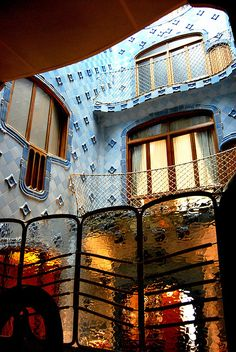 Casa Batlló Patio interior, L'example, Barcelona, Catalonia, Spain.  Designed by Antoni Gaudi // photo by Javier, 2008 -- click for more photos and information