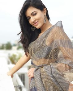 Gorgeous Anju Kurian in Net Saree Beautiful Saree, Beautiful Models, Beautiful Eyes, Beautiful People, Beautiful Women, Saree Look, Stylish Girl Pic, Indian Models, Cute Beauty