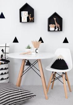 Nos inspiramos con el dormitorio infantil de Shaun al más puro estilo nórdico. La tendencia Blanco y negro es lo más chic. | Decorar tu casa es facilisimo.com