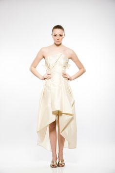 Browse through a great selection of new, used and vintage wedding dresses. Top designers present their latest bridal collections. Your dream dress might be only a few clicks away. Bridal Gowns, Wedding Gowns, Vintage Bridal, Designer Wedding Dresses, Dream Dress, Bridal Collection, New Dress, Strapless Dress, Couture