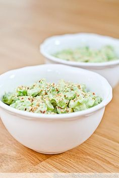 Fresh cucumber avocado salad- Frischer Gurken-Avocado-Salat The cucumber avocado salad is refreshing, simply made and is ideal as a barbecue. Or as a small snack. Healthy Snacks, Healthy Eating, Healthy Recipes, Easy Recipes, Kids Meals, Easy Meals, Cucumber Avocado Salad, Avocado Toast, Avocado Smoothie